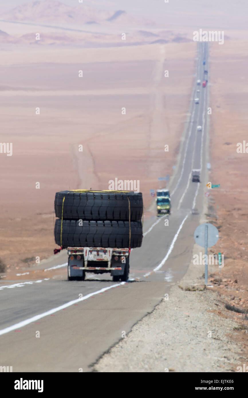 Heat-haze over Route 5 (Ruta 5), part of the PanAmericano, passing through the Atacama Desert, Chile. - Stock Image