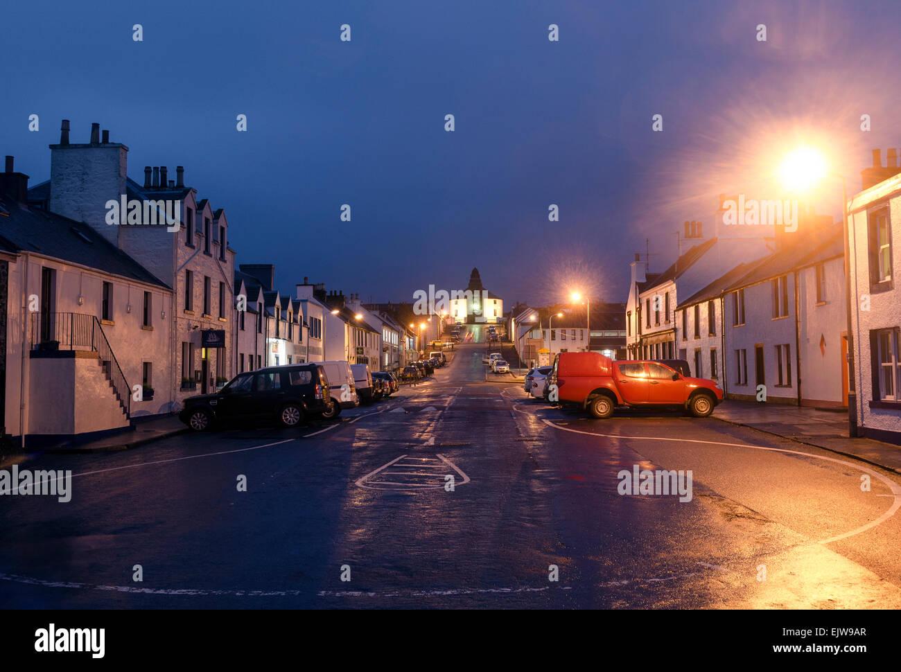 main street bowmore street lights dusk - Stock Image