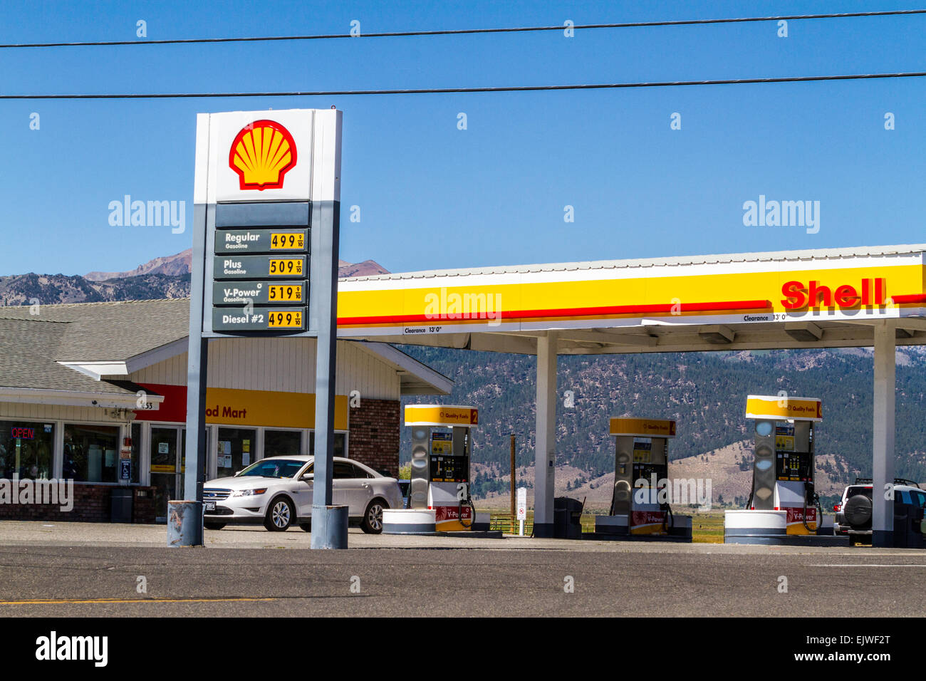 Gas Stations In California >> The Shell Gas Station In Bridgeport California With Very