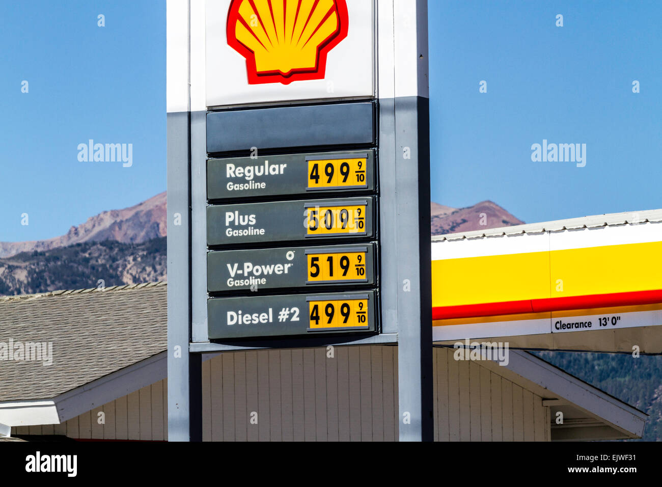 Diesel Gas Near Me >> The Shell Gas Station In Bridgeport California With Very