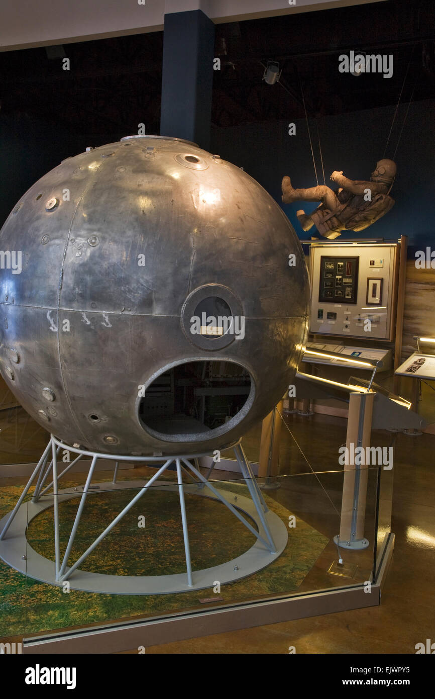 This early high altitude capsule and space suit can be seen at the Anderson Abruzzo Albuquerque International Balloon - Stock Image