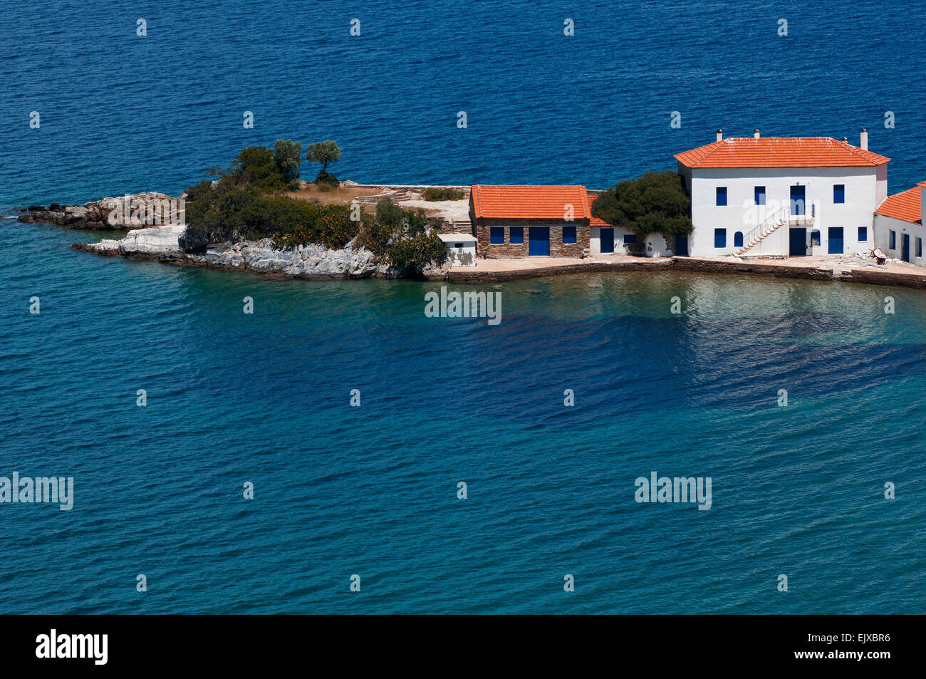 Promontory with residential house in the Pagasitic Gulf on Pelion Peninsula, Thessaly, Greece - Stock Image