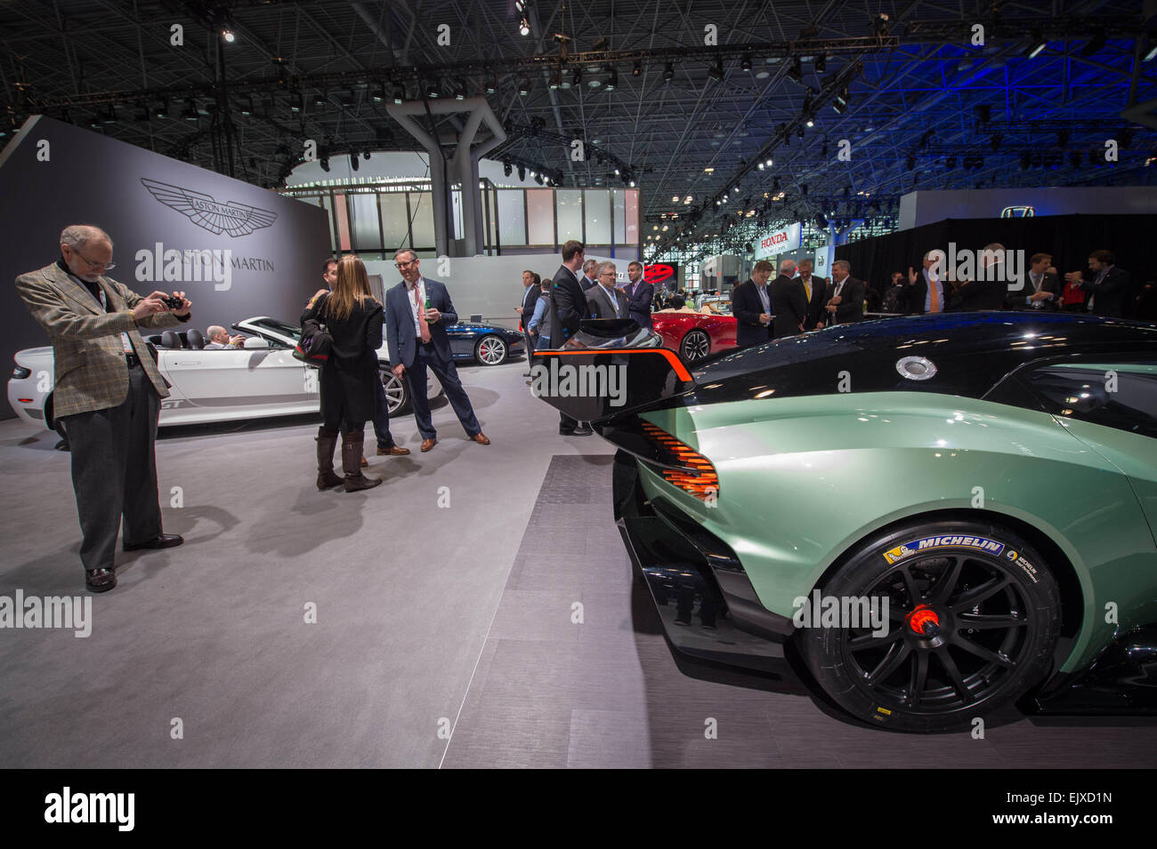 Manhattan, New York, USA. 1st Apr, 2015. A spectator photographs the Aston Martin Vulcan, limited to a production - Stock Image