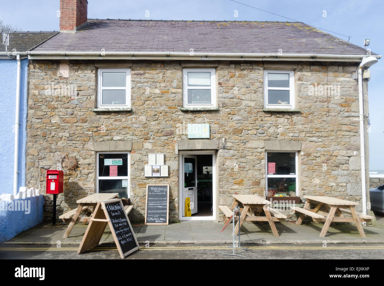 Ceri's Cafe at Captain Morgan's in Little Haven, Pembrokeshire - Stock Image