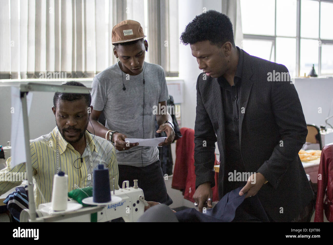 South African Fashion Designer David Tlale R Talking To One Of His Stock Photo Alamy