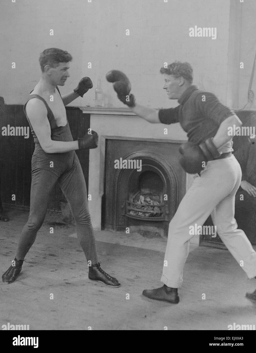 Middle weight boxer Pat O'Keefe (Left)  seen here sparring . Circa 1919 - Stock Image