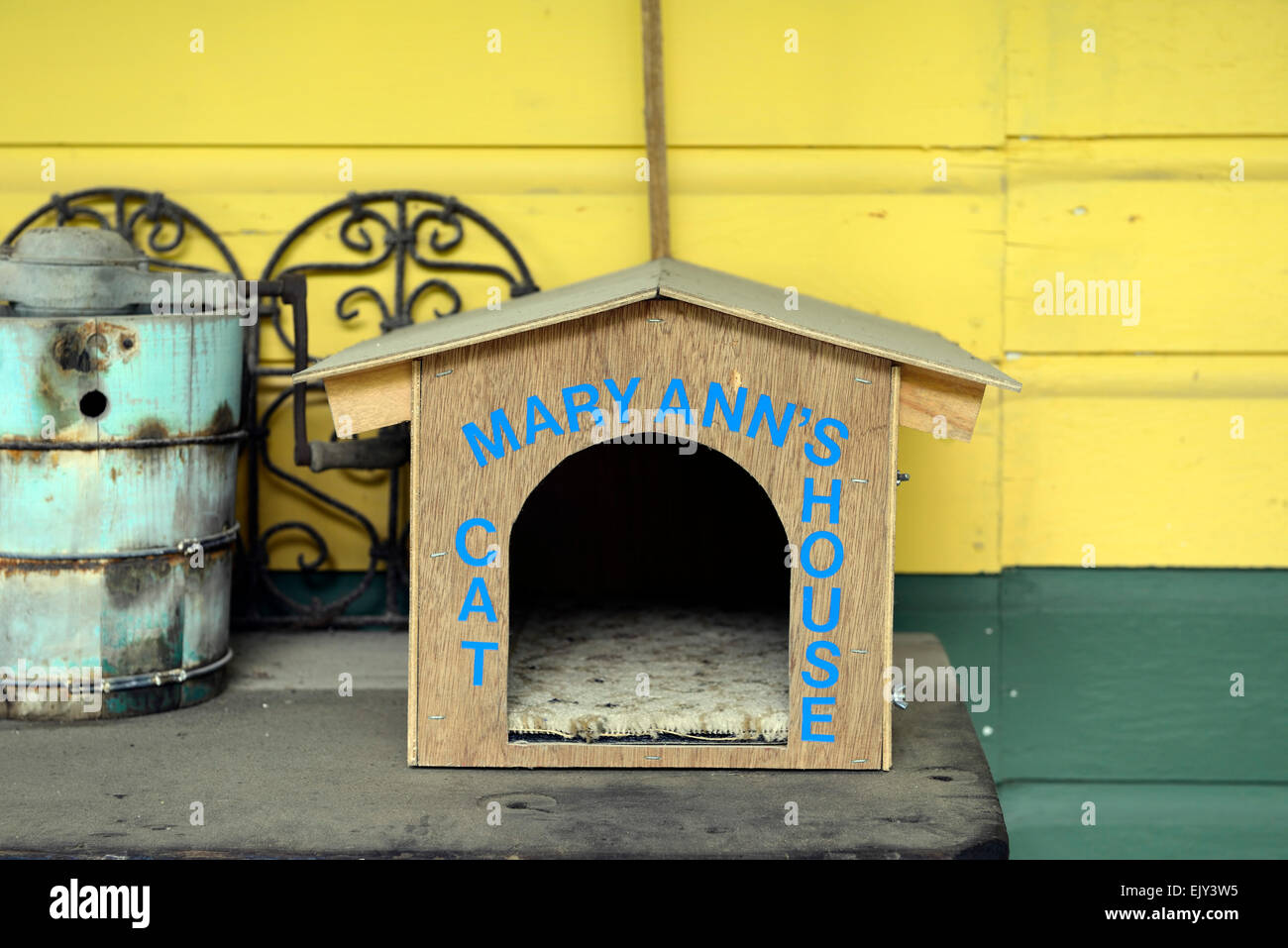 Picture of: Mary Ann S Cat House Pet Bed Bedding Outdoors Home Housing Rm Usa Stock Photo Alamy