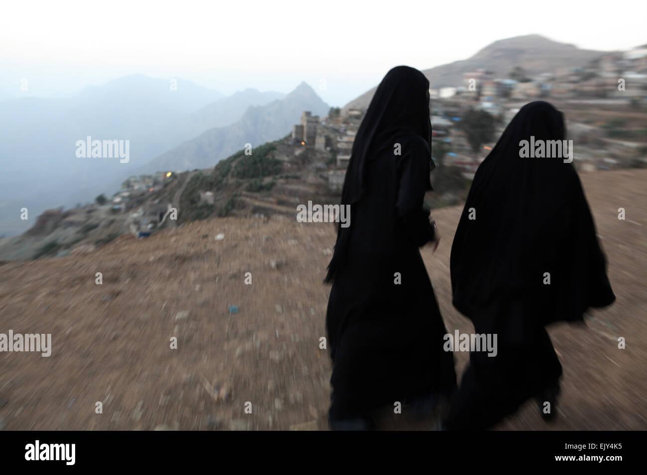 Women walking in Al Manakha, Yemen. - Stock Image