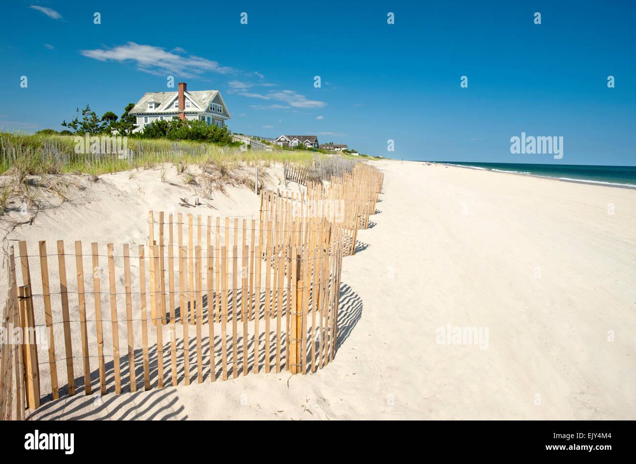 BEACH HOUSE ON DUNES ATLANTIC BEACH AMAGANSETT SUFFOLK COUNTY LONG ISLAND NEW YORK STATE USA - Stock Image