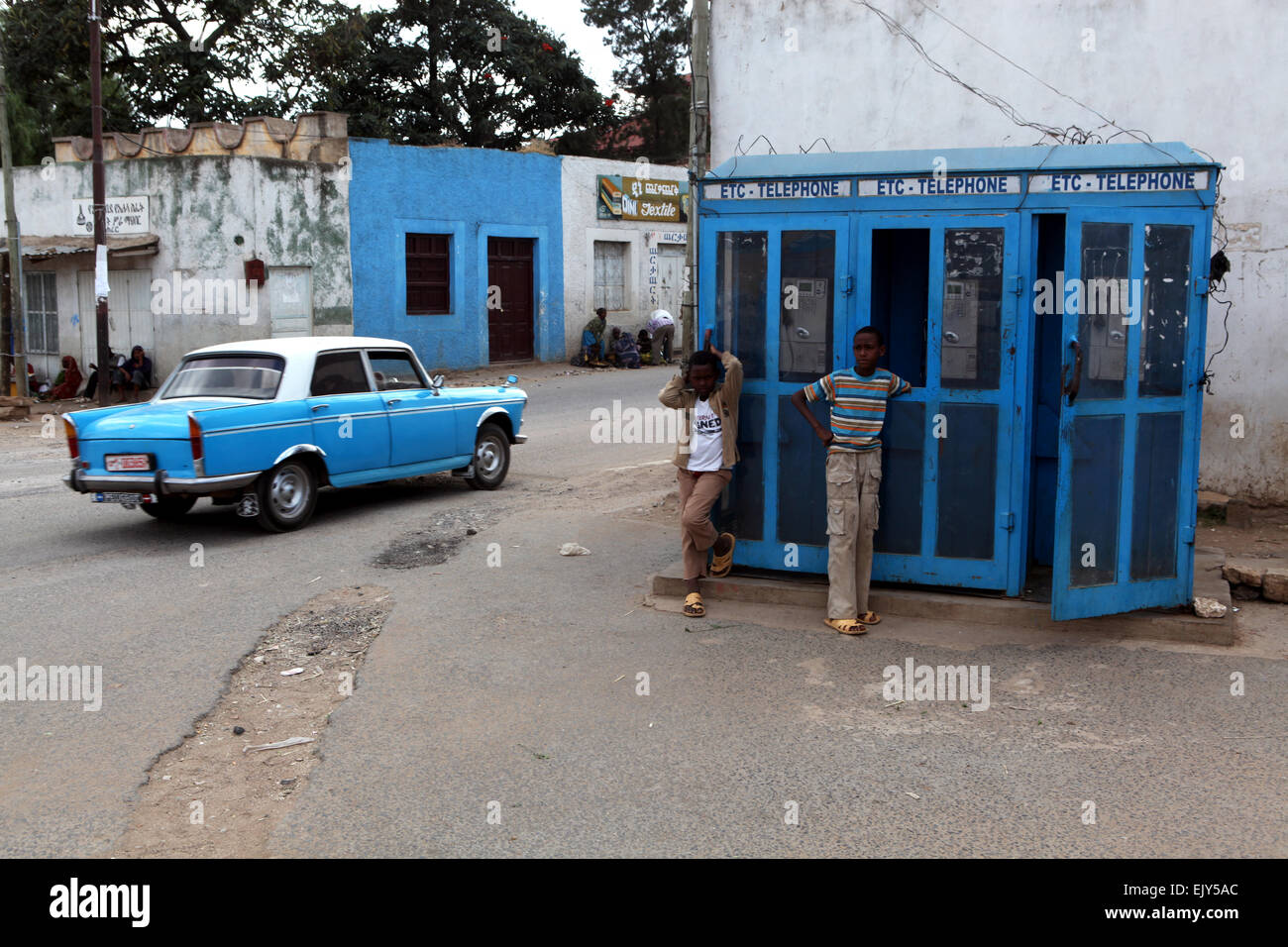 Phone booth and taxi, Harar, East Ethiopia. - Stock Image