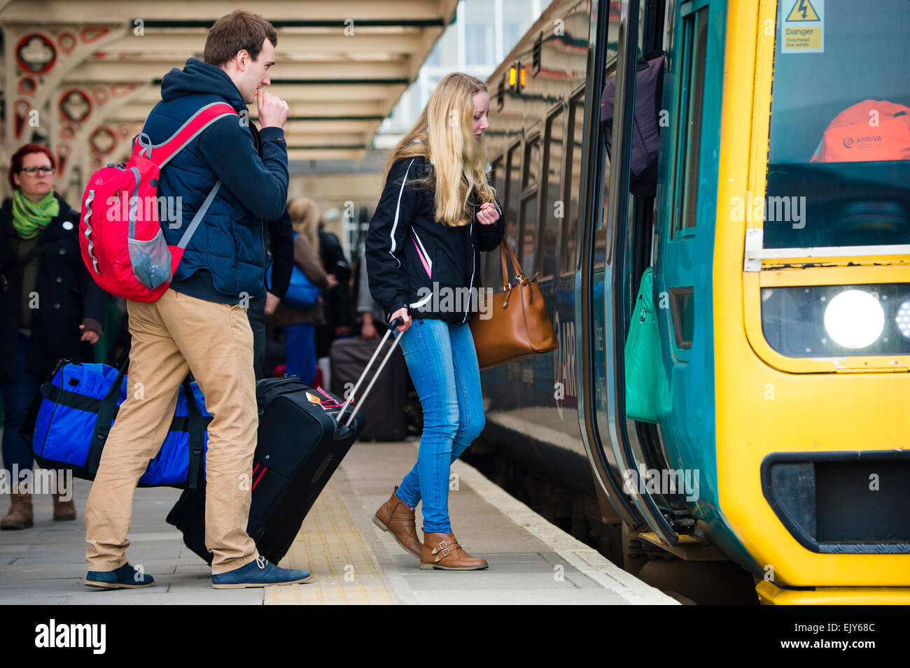 Public transport: University Students  going home getting on an Arriva Wales train at Aberystwyth railway station - Stock Image