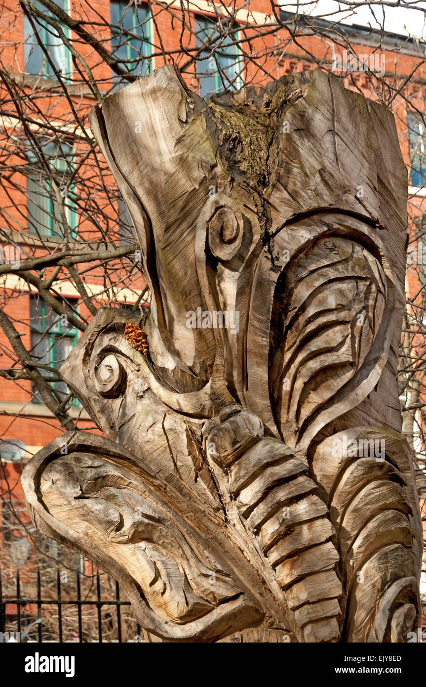 Wood carving on an tree trunk, by Shane Green.  Sackville Gardens, Canal Street, Manchester, UK. - Stock Image