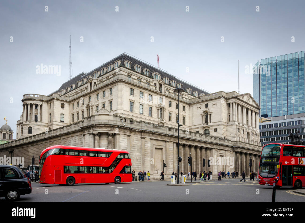 Red London bus in front of the Bank of England building, Threadneedle Street, City of London, UK - Stock Image