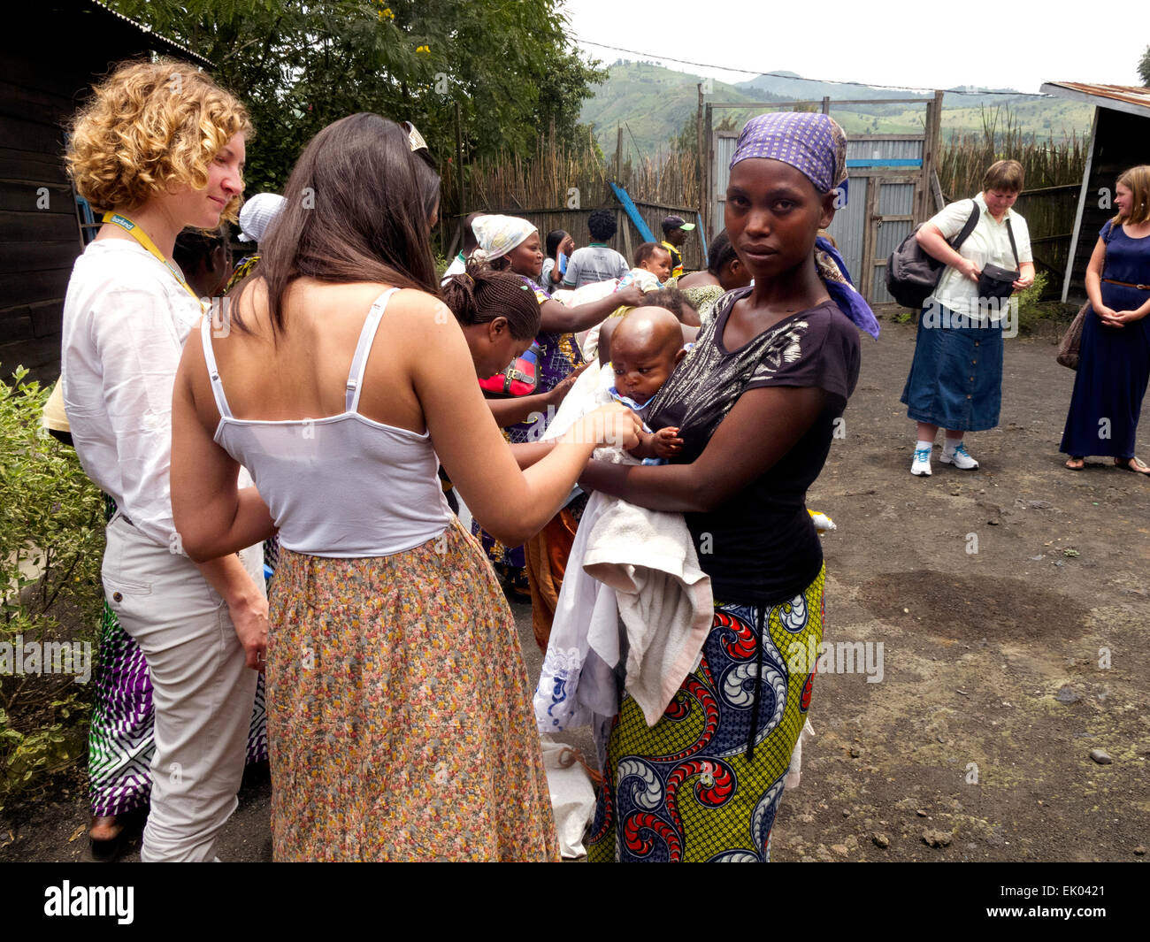 Western aid workers helping families at a charity health clinic, Goma, North Kivu, Democratic Republic of Congo - Stock Image