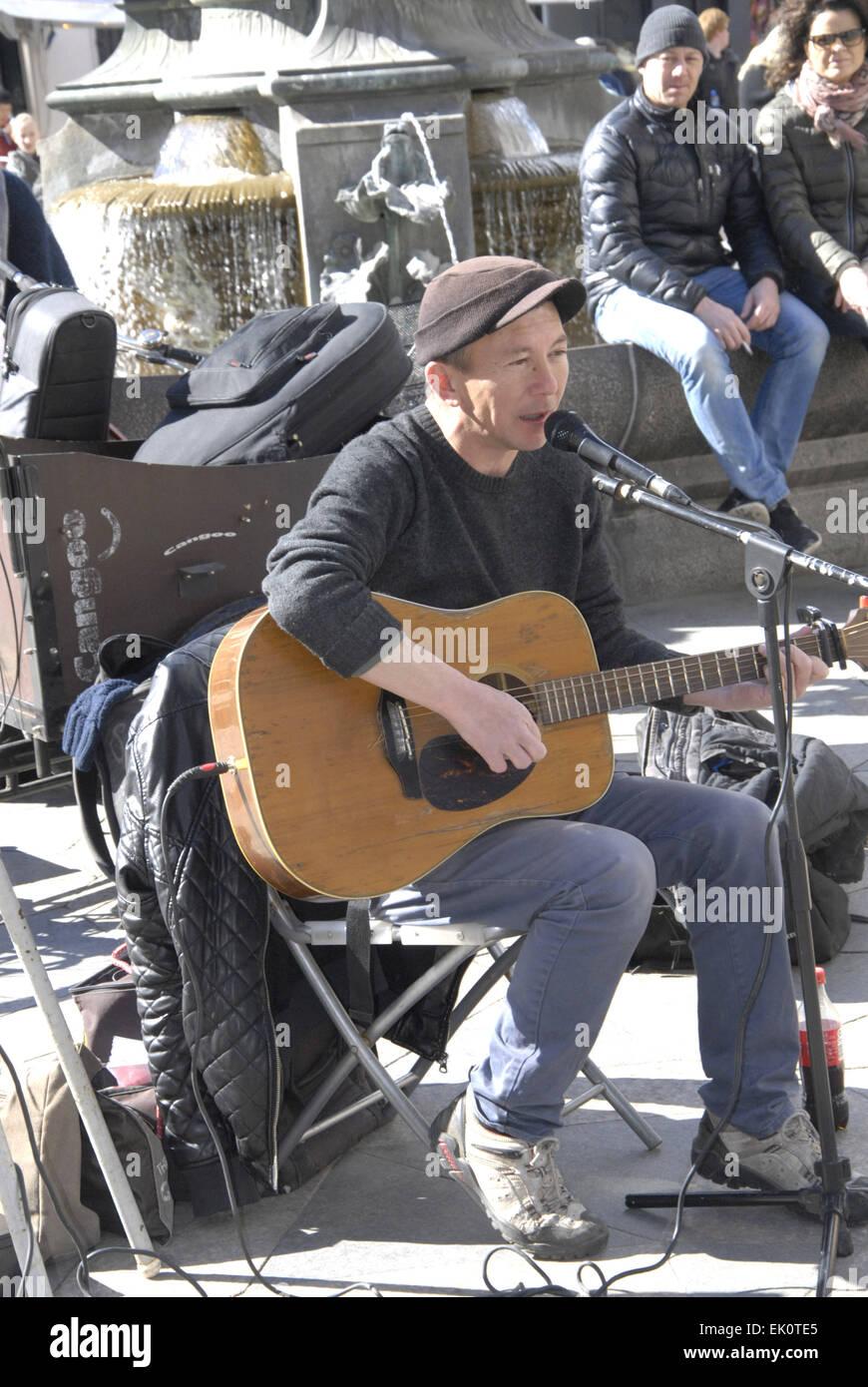 Copenhagen, Denmark. 4th April, 2015. British singer and musician Peter Jones perfoming on easter saturday on amagertorv - Stock Image