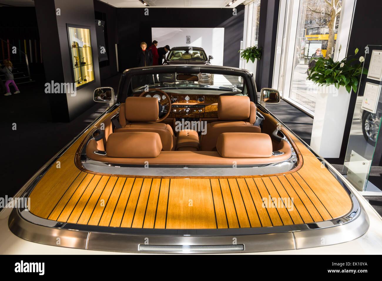 Showroom Interior Of A Luxury Car Rolls Royce Phantom Drophead Stock Photo Alamy