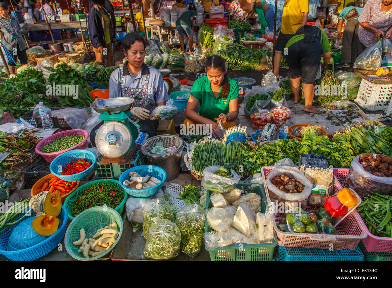 Vegetables seller at Nonthaburi market - Stock Image