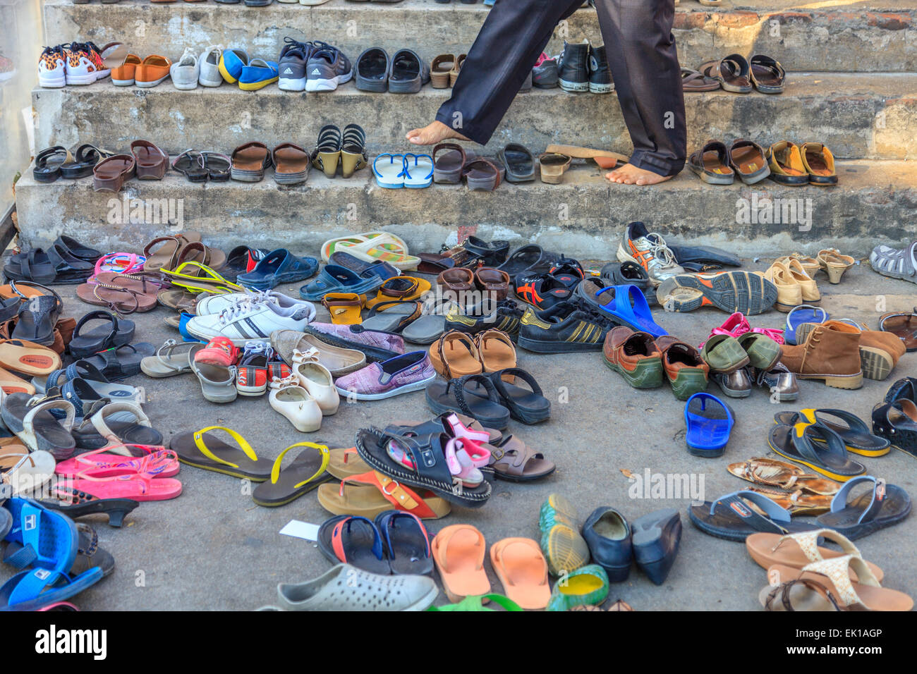 dbb00f81de4c A man looking for his shoes outside a temple in Ayutthaya - Stock Image