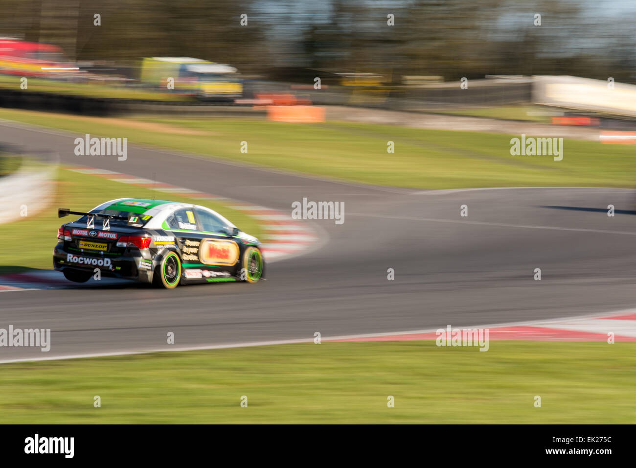 Brands Hatch, Fawkham, Longfield, UK. 5th April, 2015. Simon Belcher and Handy Motorsport Toyota Avensis drives - Stock Image