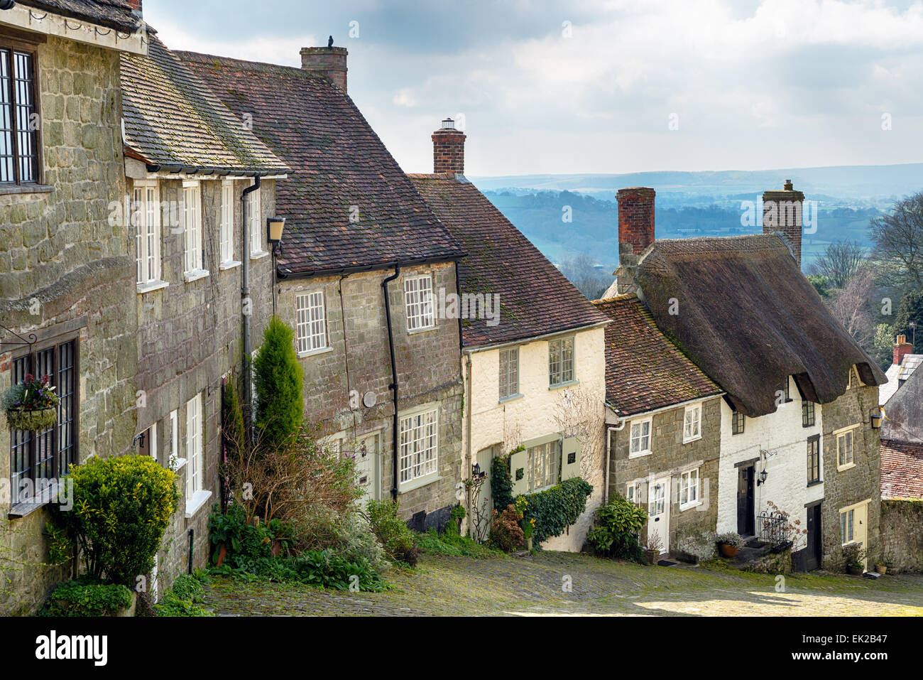 A row of sleepy cottages on a cobbled street at Gold Hill in Shaftesbury, Dorset - Stock Image