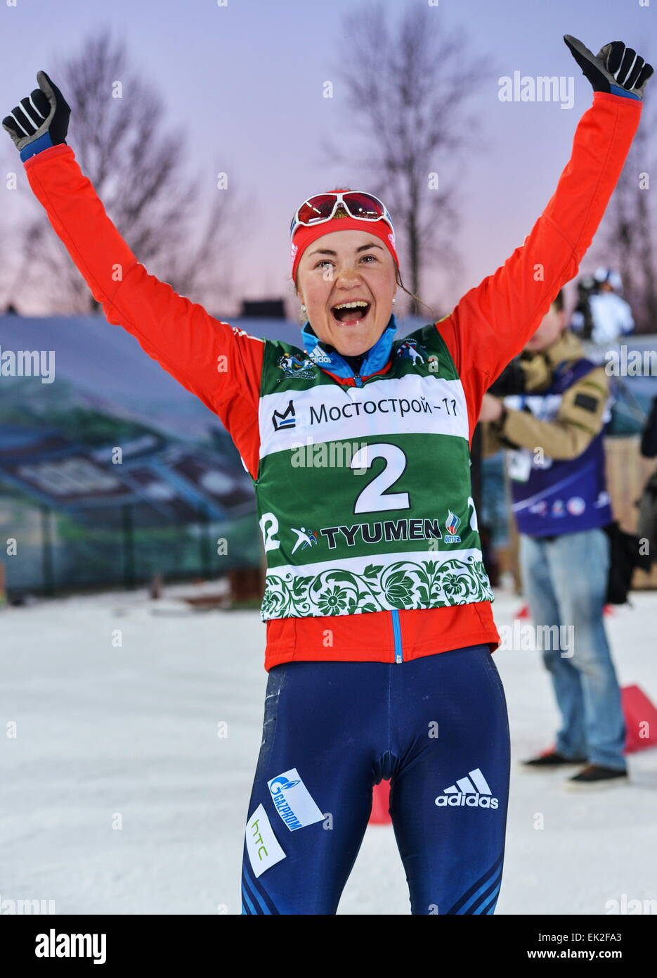 Tyumen, Russia. 5th Apr, 2015. Biathlete Ekaterina Yurlova of Russia celebrates victory in the mixed relay at the - Stock Image