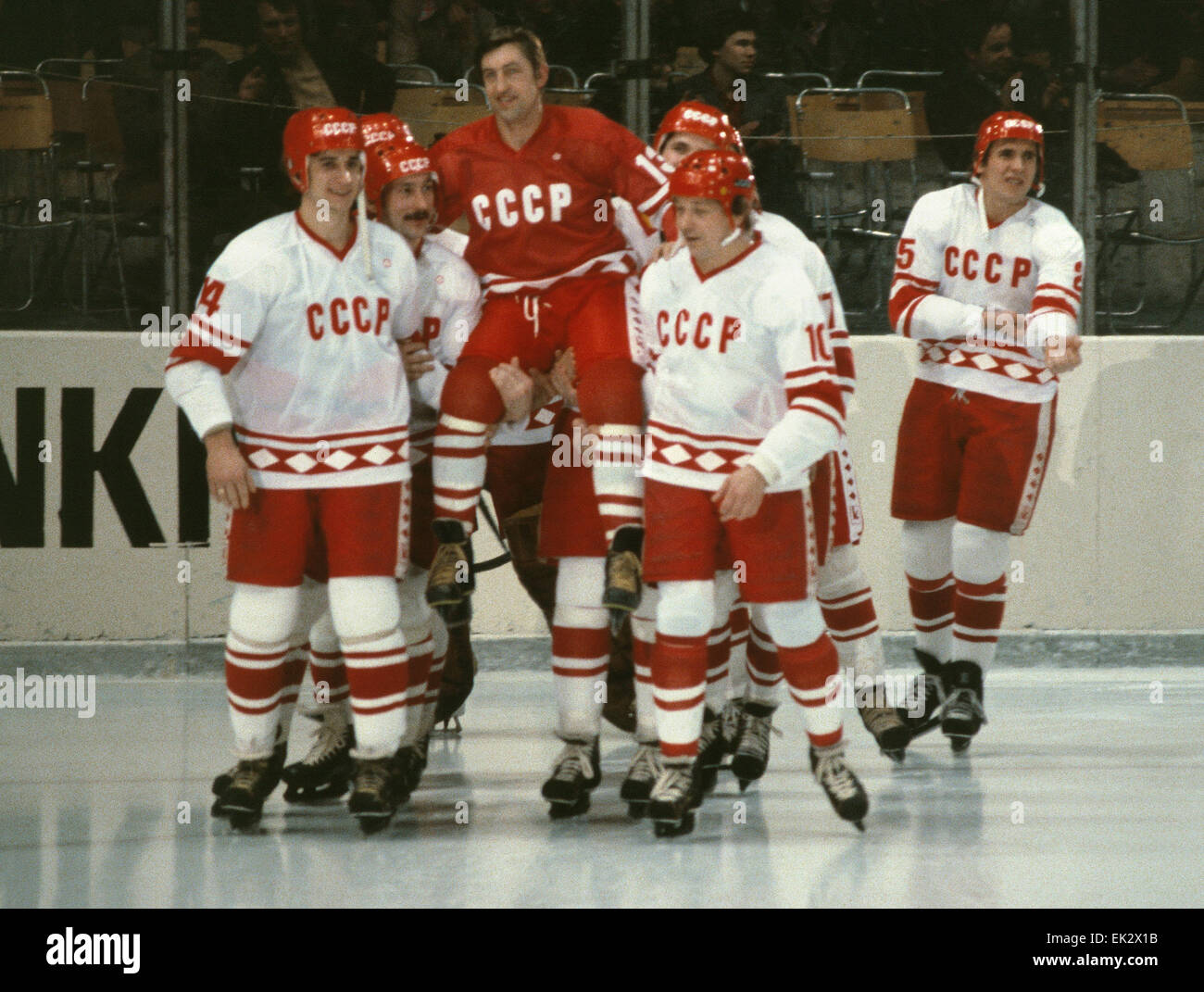 ... captain of the USSR ice hockey national team finished his career as a  sportsman to start working as a coach. Palace of Sport inLuzhniki. 1980.  Phboto 25382d416c8