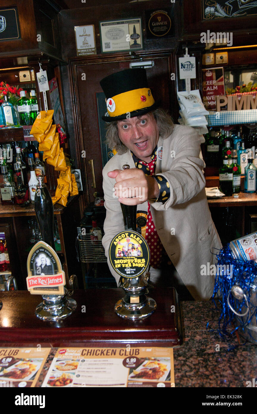 Monster Raving Loony Party Co-ALE-ition beer launch in a Weatherspoons pub in Stoke Newington, Knigel Knapp pouring - Stock Image