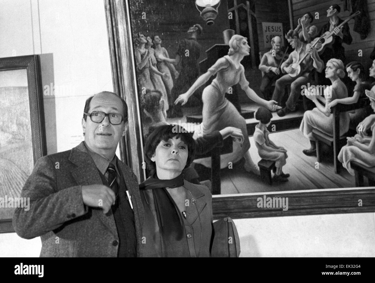 Moscow. USSR. Poet Bella Akhmadulina and People's Artist of the RSFSR Orest Vereisky at the exhibition of American - Stock Image