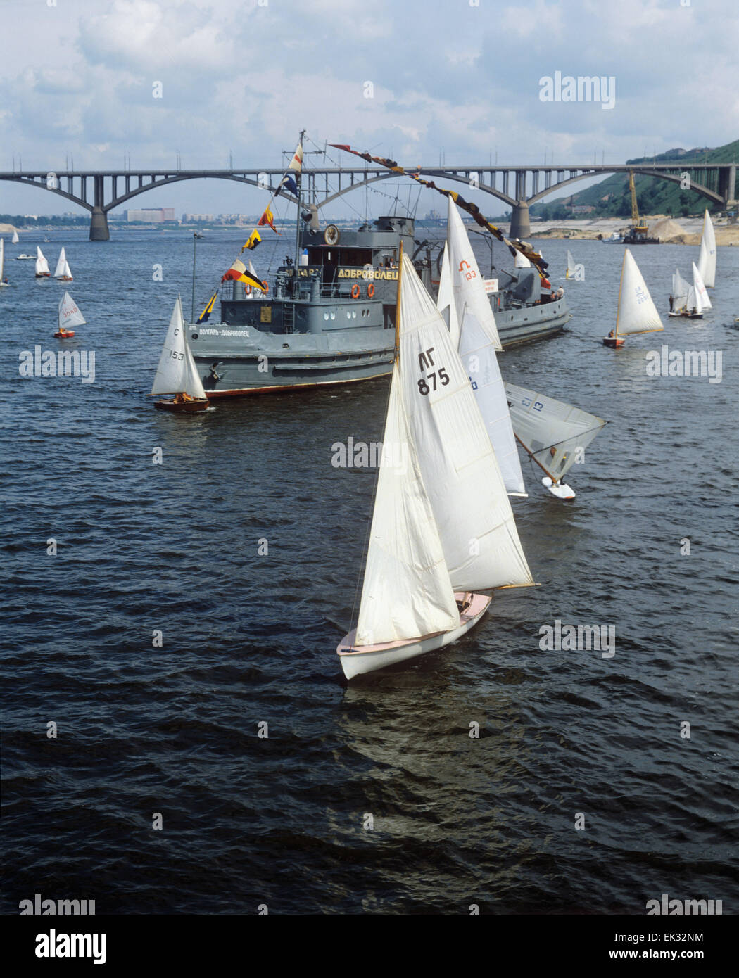 Gorky. USSR. The motor ship 'Volgar-dobrovolets' and sailing vessels Valery Chkalov yacht club on the Oka - Stock Image