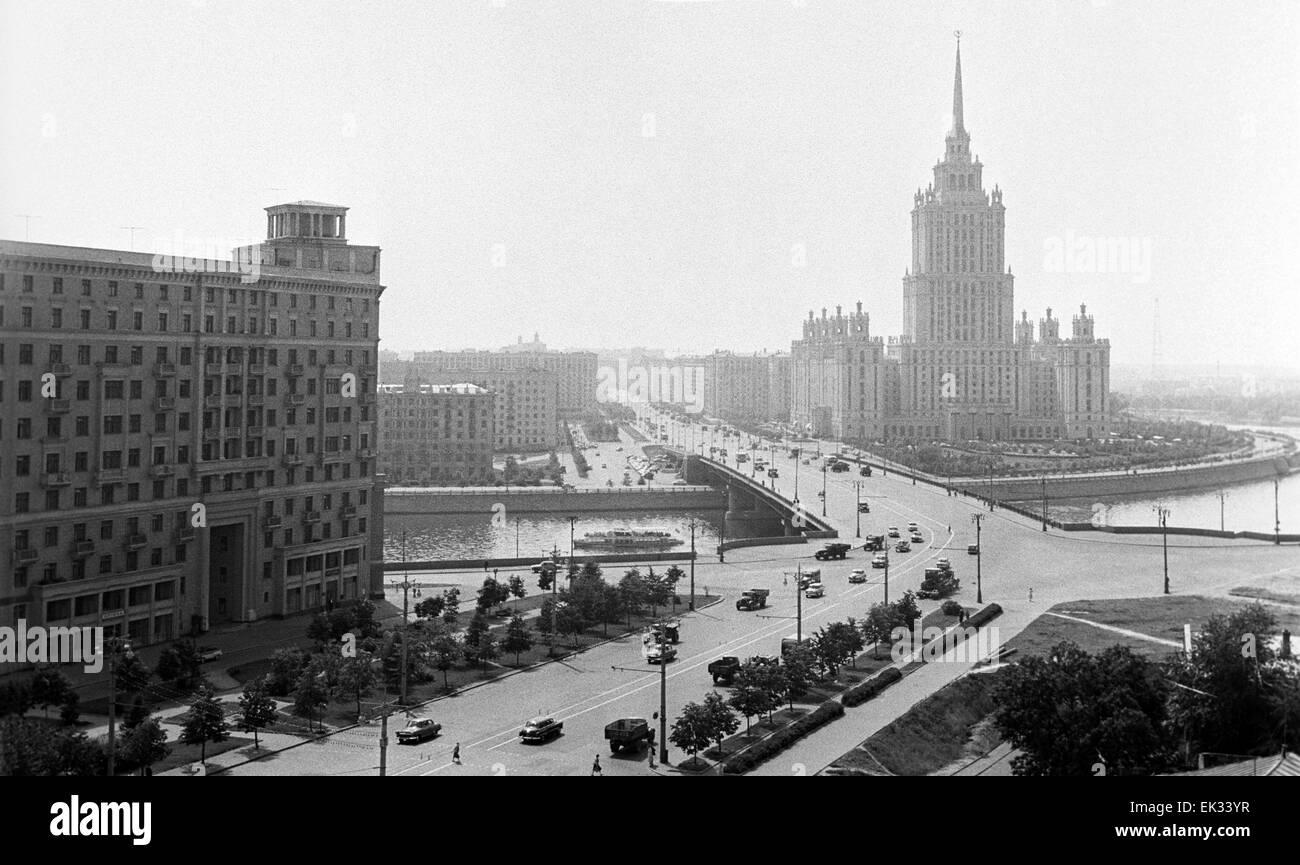Moscow. USSR. Kutuzov Avenue and Hotel Ukraina. - Stock Image