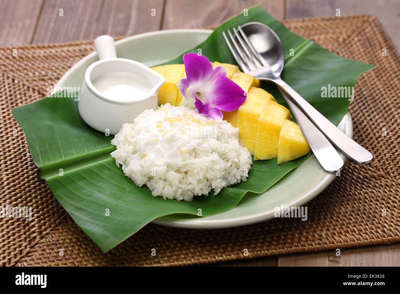 sticky rice with mango, khao niaow ma muang, thai sweet - Stock Image