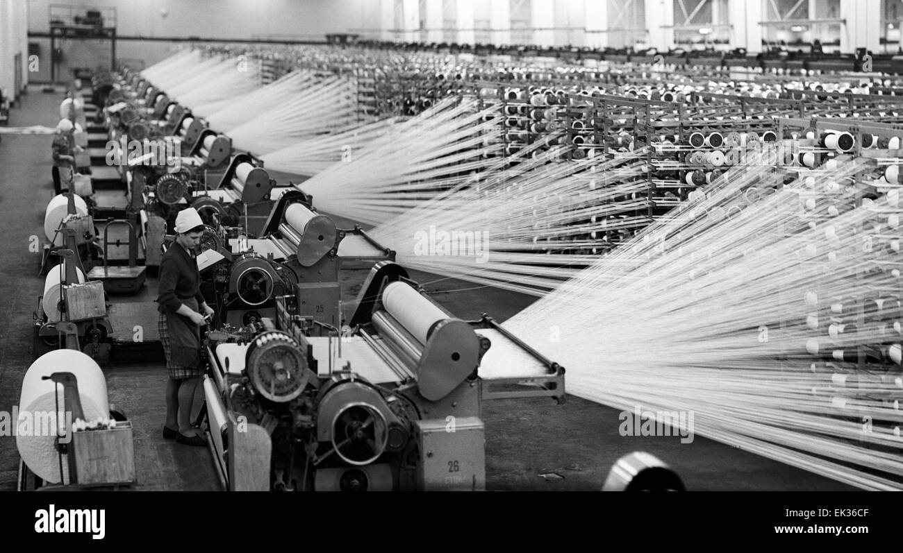 ITAR-TASS: USSR, IVANONO REGION, KINESHMA. In one of the workshops of Kineshma spinning and weaving mill. - Stock Image