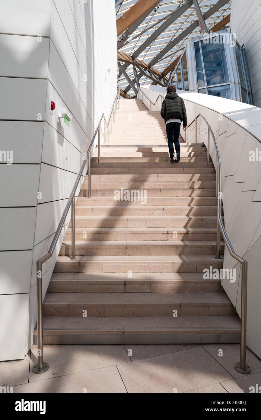 France, Paris, exterior rooftop staircase of the Fondation Louis Vuitton Stock Photo