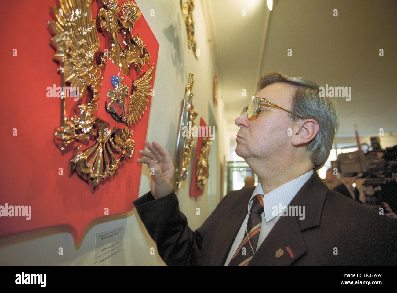 TAS14: St. PETERSBURG, RUSSIA. FEBRUARY 27. Head of heraldry service of Russia Georgy Vilinbakhov in pic inspecting - Stock Image