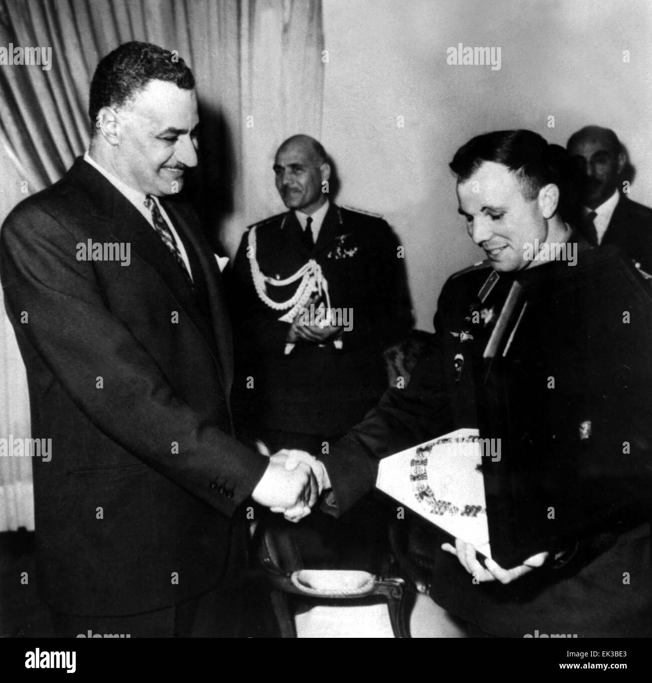 Soviet cosmonaut Yuri Gagarin visiting Egypt. Egyptian President Gamal Abdel Nasser presenting Yuri Gagarin with - Stock Image