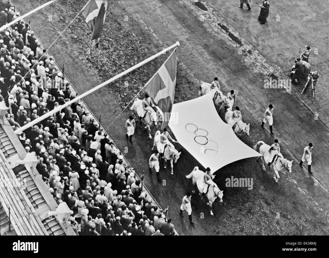 Stockholm. Sweden. The 16th Summer Olympics. Equestrian sport. Swedish sportsmen bearing the Olympic flag. - Stock Image