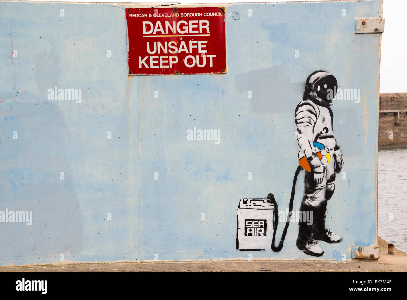 Danger Unsafe Keep Out sign at derelict pier. - Stock Image