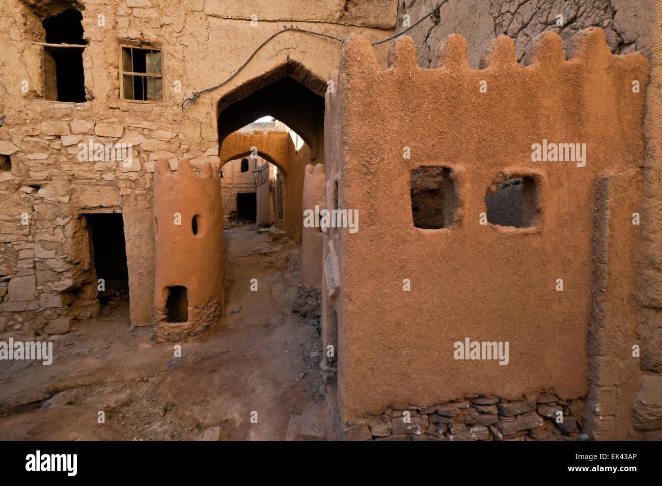 Decrepit mudbrick buildings in old section of Al-Hamra, Oman - Stock Image
