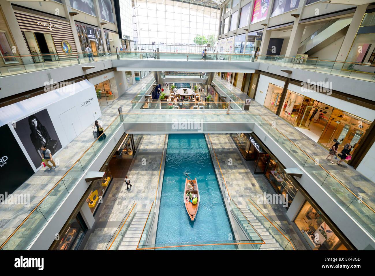 The impressive, huge new 'The Shoppes' at Marina Bay Sands, Singapore - interior of large, modern shopping - Stock Image