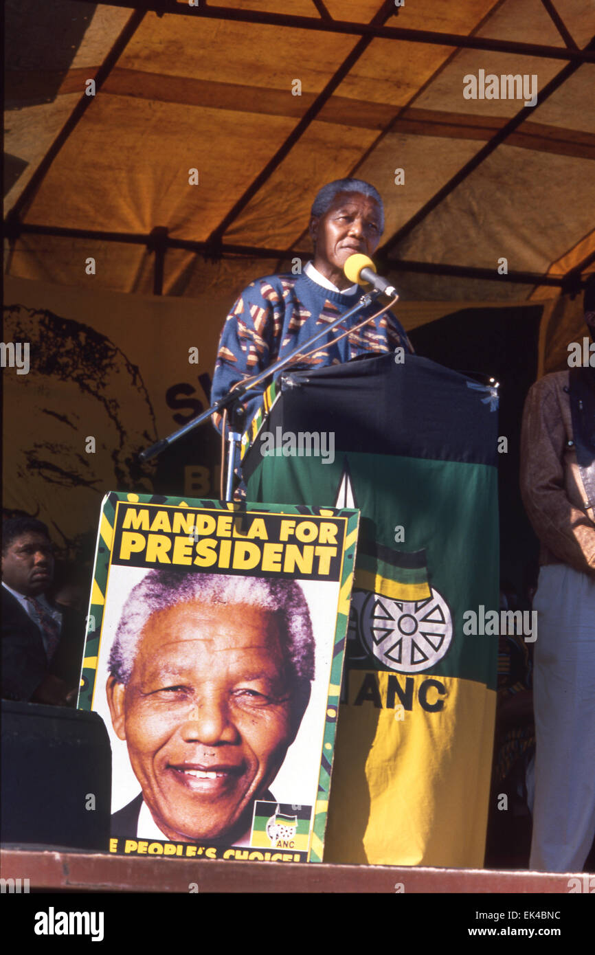 Mandela speaks to the fishing community in Hout Bay, Cape Town as part of the election campaign for the first democratic - Stock Image