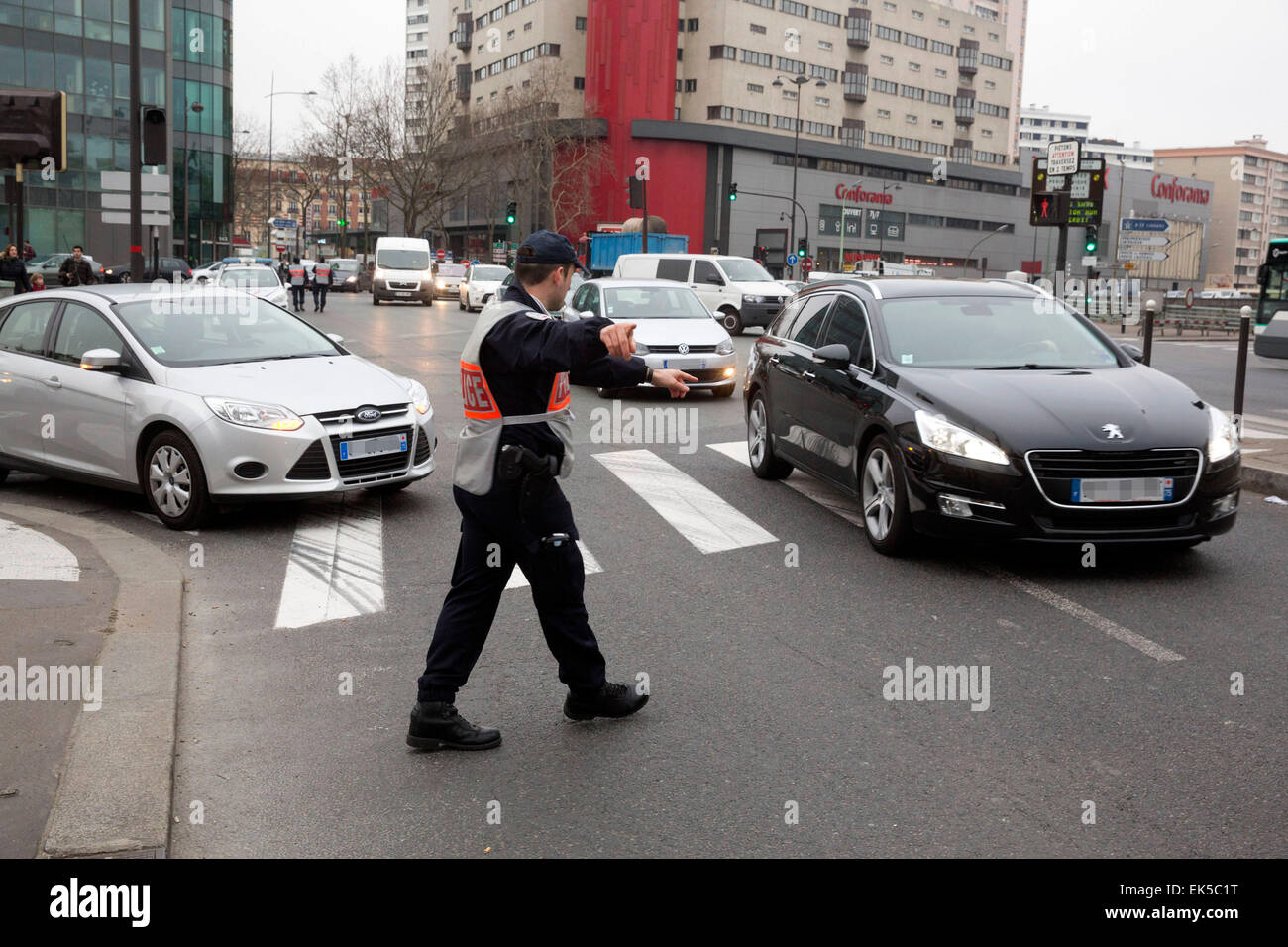 Paris, alternative traffic police control, odd plates of registry authorized only - Stock Image