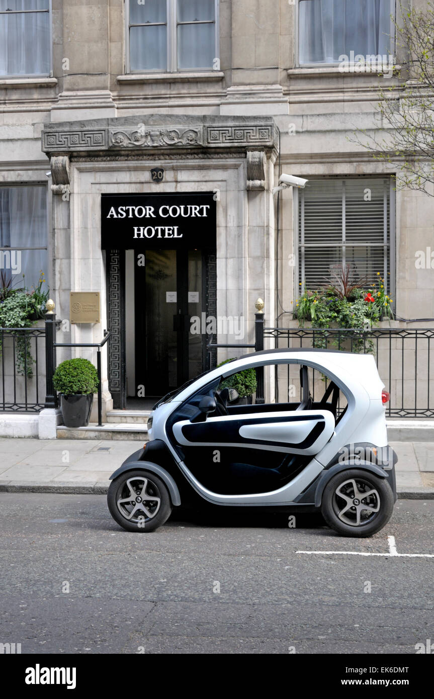London, England, UK. Smart Fortwo city car parked outside the Astor Court Hotel, Hallam Street - Stock Image