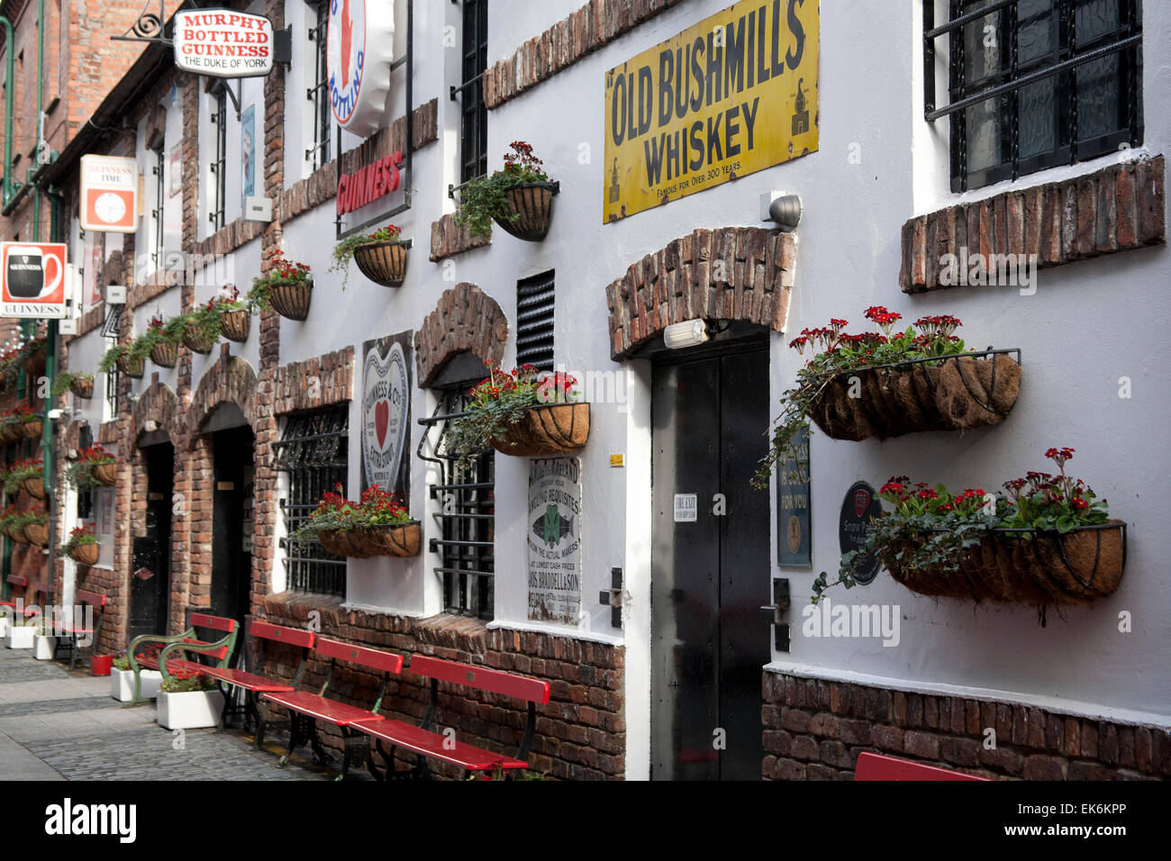 Bars in Belfast's Cathedral Quarter Northern Ireland - Stock Image