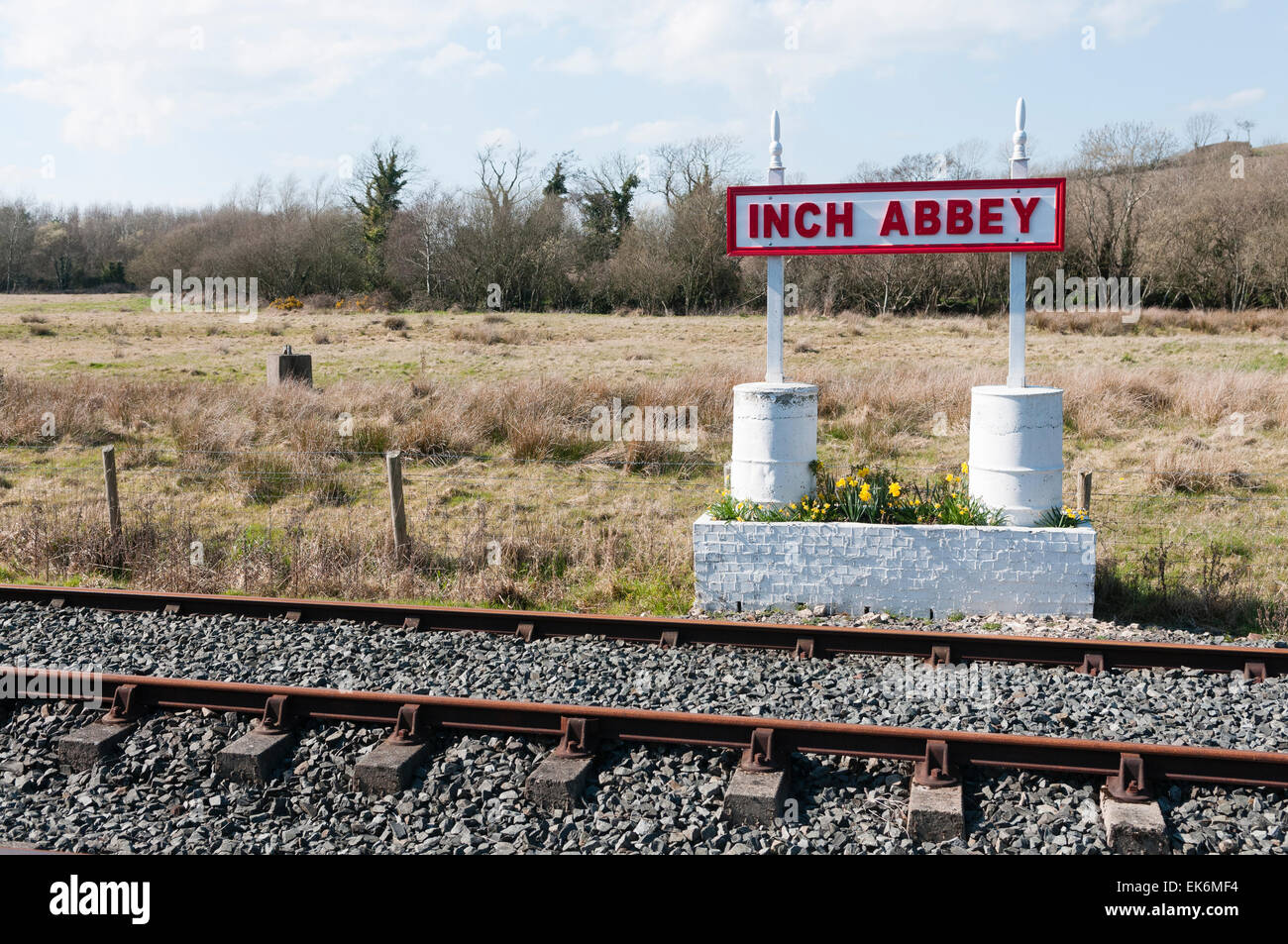 Inch Abbey railway platform - Stock Image