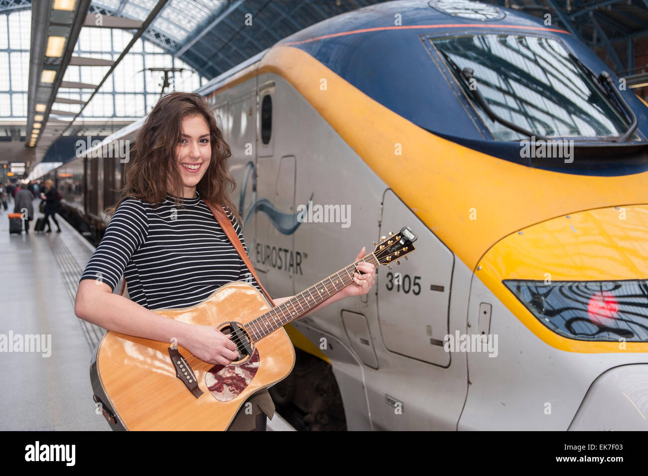 St Pancras International Station, London, UK.  8 April 2015.  Natalie Shay, a 16 year old musician from Enfield, - Stock Image