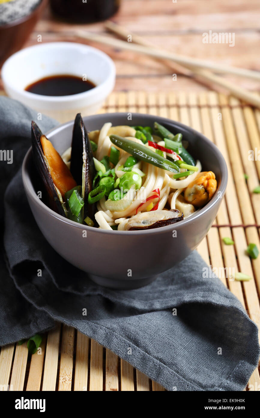 noodles with mussels and vegetables, asian food - Stock Image