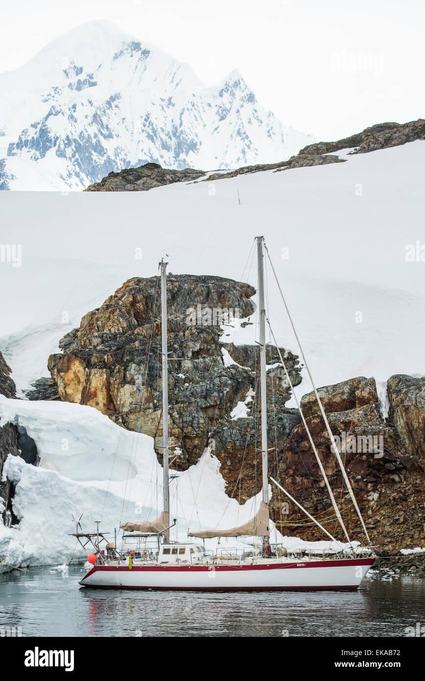 luxury charter yacht, Skua Island, Antarctica - Stock Image