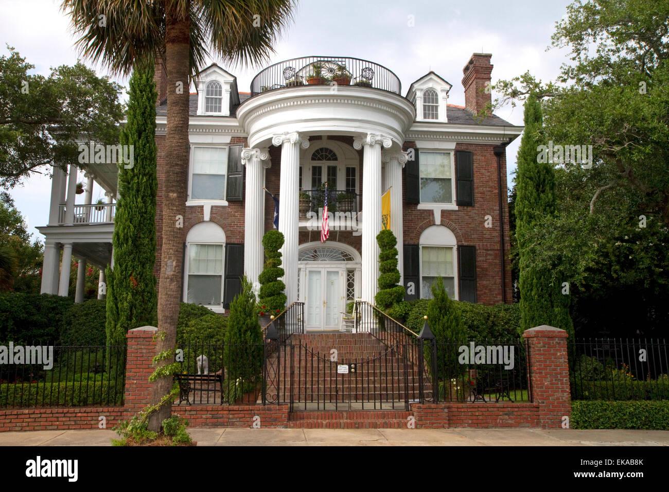 Antebellum Mansion In Charleston South Carolina Usa