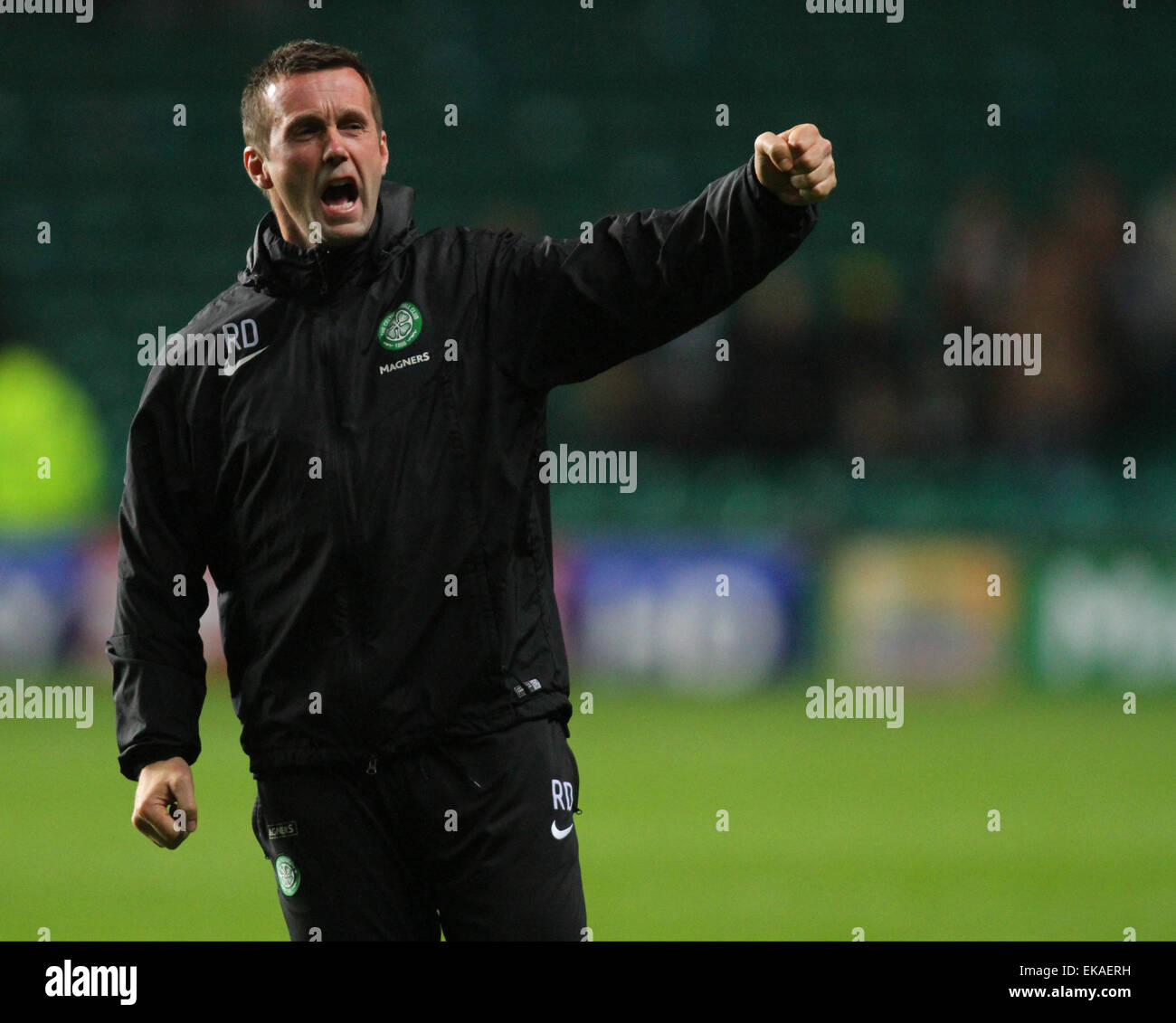 Glasgow, Scotland. 08th Apr, 2015. Scottish Premier League. Celtic versus Partick Thistle. Ronny Deila roars to - Stock Image
