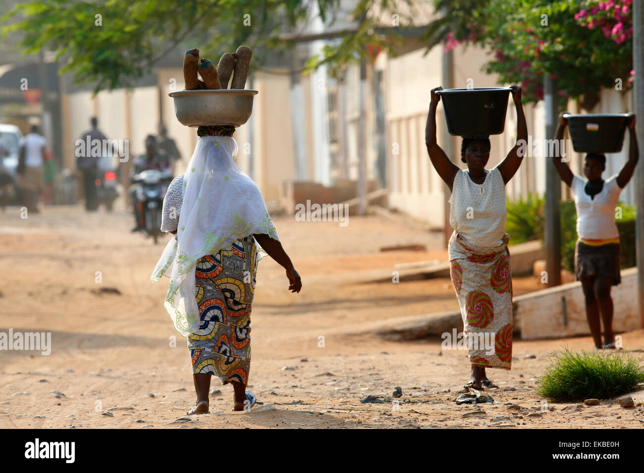 African women carrying large bowls on their heads, Lome, Togo, West Africa, Africa - Stock Image
